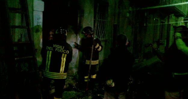 Carisolo, i vigili del fuoco spengono un incendio